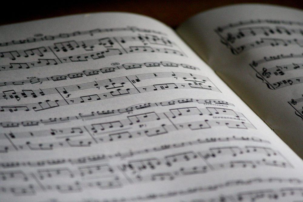 music-sheet-1326999_1920